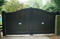 Seymour.-Pair-(green-Stain) Driveway Gates Belfast